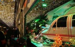 Printemps购物中心,巴黎,法国圣诞节陈列室  免版税图库摄影
