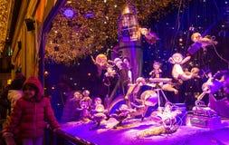 Printemps购物中心,巴黎,法国圣诞节陈列室  图库摄影