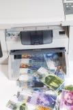 Printer die valse Zwitserse franken, munt drukken van Zwitserland Stock Afbeelding