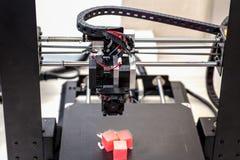 Printer en gedrukte modellen, kubussen, stock fotografie