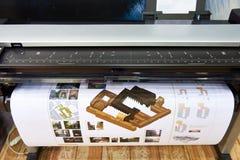 Printing för stort format på färgplottare arkivbilder