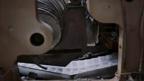 Printingetableringdetalj på produktionslinje med ljudet Tidningar i processen av att publicera med ljudet arkivfilmer