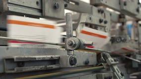 Printingmaskin på arbete arkivfilmer
