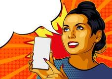 PrintPinupmeisje met Smartphone Mooie vrouw die op de vertoning van haar telefoon tonen Vector illustratie Harten op backgroun royalty-vrije stock foto's