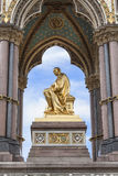 Prinz Albert Memorial, goldene Statue, Kensington-Gärten, London, Vereinigtes Königreich Lizenzfreies Stockfoto