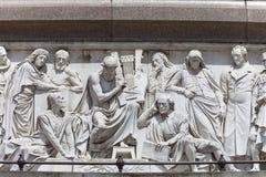 Prinz Albert Memorial, Kensington-Gärten, Entlastung an der Basis des Monuments, London, Vereinigtes Königreich Stockfotografie