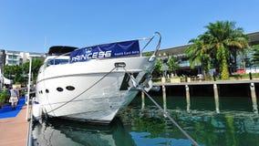 Prinzessin 85 auf Anzeige an der Singapur-Yacht-Show 2013 Lizenzfreie Stockfotografie