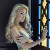 Prinzessin am Fenster Lizenzfreie Stockfotos