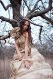 Prinzessin im Goldkleid lizenzfreies stockbild