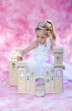 Prinzessin mit ihrem Schloss Lizenzfreie Stockfotos