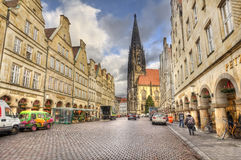 Prinzipalmarkt mainstreet av Munster, Tyskland Arkivbilder