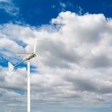 Priorità alta della cima di un mulino a vento per energ elettrico rinnovabile Fotografia Stock