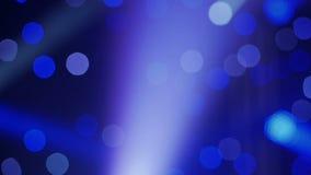 Priorità bassa astratta blu Cerchi iridescenti luminosi su un fondo blu archivi video
