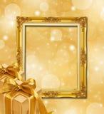 Priorità bassa astratta dell'oro con la casella di regalo e della pagina Fotografie Stock Libere da Diritti