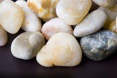 Priorità bassa astratta di piccola pietra variopinta del ciottolo fotografia stock