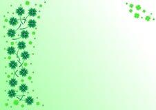 Priorità bassa con i trifogli verdi Fotografie Stock