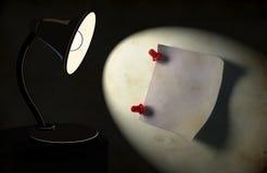 Priorità bassa con la lampada di scrittorio di illuminazione Fotografia Stock Libera da Diritti