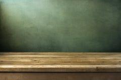 Priorità bassa con la piattaforma di legno Fotografia Stock