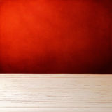 Priorità bassa con la tabella di legno bianca fotografia stock libera da diritti