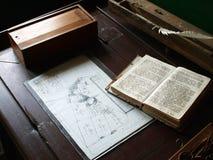 Priorità bassa da tavolino di Secreter dell'annata antica Fotografie Stock Libere da Diritti