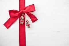 Priorità bassa decorativa con gli ornamenti di natale Fotografia Stock