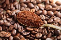 Priorità bassa dei chicchi di caffè Fotografie Stock Libere da Diritti