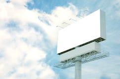 Priorità bassa del cielo blu e del tabellone per le affissioni Fotografia Stock