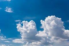 Priorità bassa del cielo nuvoloso Fotografie Stock