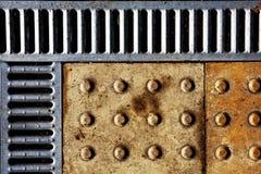 Priorità bassa del coperchio dello scolo e della pavimentazione immagine stock