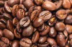 Priorità bassa del primo piano dei chicchi di caffè Fotografia Stock Libera da Diritti