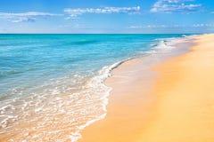 Priorità bassa dell'acqua della spiaggia della sabbia Fotografia Stock Libera da Diritti