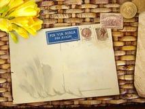 Priorità bassa dell'annata con la cartolina in bianco Immagine Stock
