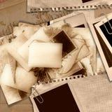 Priorità bassa dell'annata con le vecchie schede Fotografia Stock