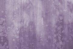 Priorità bassa dell'estratto della parete di Grunge nella porpora Immagine Stock Libera da Diritti