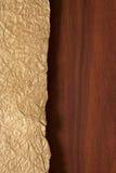 Priorità bassa dell'oro e di legno immagini stock