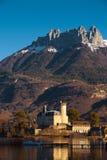 Priorità bassa della montagna del castello delle alpi Immagini Stock Libere da Diritti