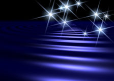 Priorità bassa della superficie dell'acqua blu con lo shap bianco della stella illustrazione di stock