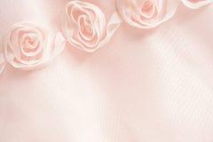 Priorità bassa dentellare della tessile con le rose Fotografie Stock