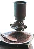 Priorità bassa di bianco della smerigliatrice del laminatoio di caffè dell'annata Fotografie Stock