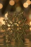 Priorità bassa di festa del fiocco di neve dell'oro Fotografie Stock Libere da Diritti