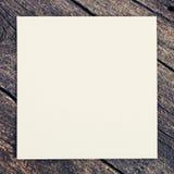 Priorità bassa di legno con documento in bianco Fotografie Stock Libere da Diritti