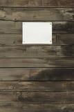 Priorità bassa di legno con documento vuoto Immagini Stock Libere da Diritti