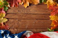 Priorità bassa di legno della bandierina degli Stati Uniti di autunno Fotografia Stock Libera da Diritti