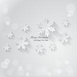 Priorità bassa di natale con i fiocchi di neve di carta Fotografie Stock Libere da Diritti