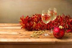 Priorità bassa di natale con i vetri di vino Fotografie Stock