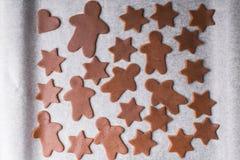 Priorità bassa di natale Figure scolpite per i biscotti Fotografie Stock