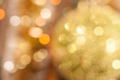 Priorità bassa di natale Fondo astratto festivo con le luci e le stelle defocused del bokeh immagine stock