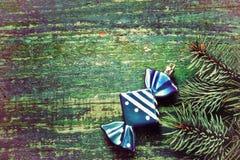 Priorità bassa di nuovo anno di natale Giocattolo blu di Natale sotto forma di immagini stock libere da diritti