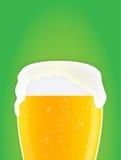 Priorità bassa di vetro di birra Fotografie Stock Libere da Diritti