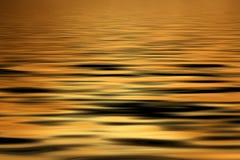 Priorità bassa dorata dell'acqua Immagine Stock Libera da Diritti